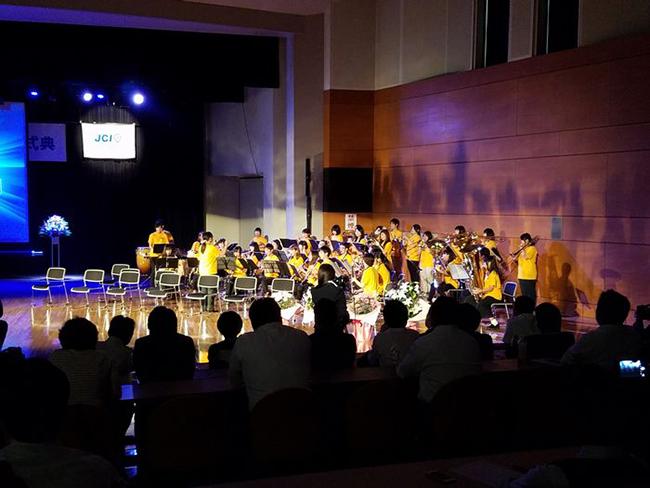 大正大学吹奏楽団による演奏