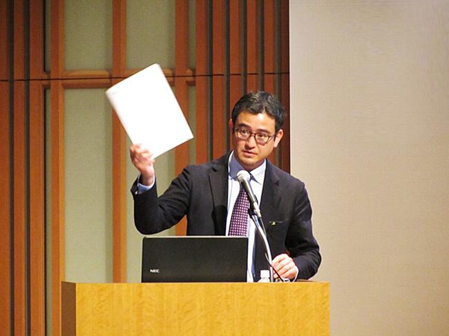 講演中の古田教授